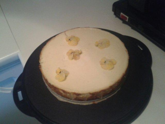 Rahkatäytteinen juustokakku 1