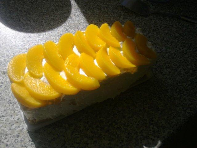 Persikka-jogurttikakku (veg) 1