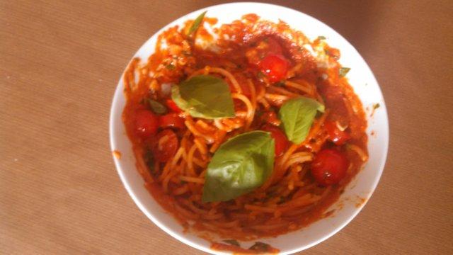 Tomaattipasta tuoreyrteistä 1