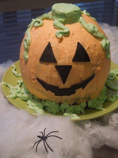 Halloween kurpitsakakku 1