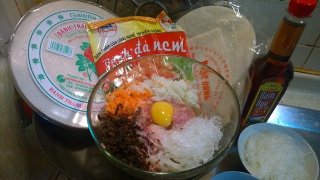 Vietnamilaiset Kevätkääryleet(Jauheliha/katkarapu)