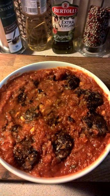 Italialaiset lihapullat tomaattikastikkeessa 1