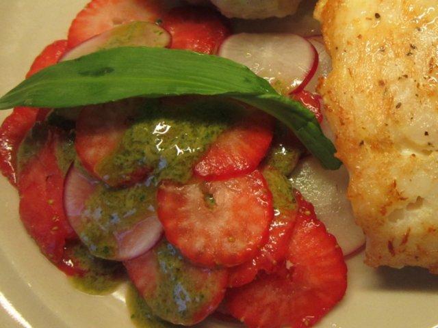 Mansikka-retiisi salaatti 1