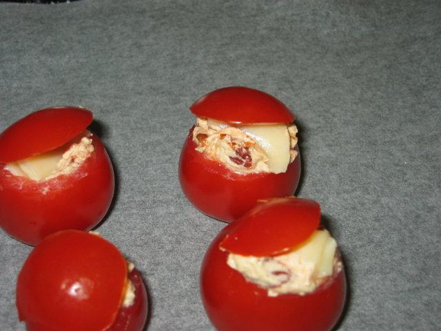 Täytetty tomatti (tosi juustoinen ja tomattinen) 2