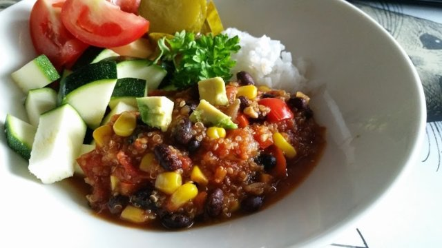 Reseptikuva: Kvinoa-papuchili 1
