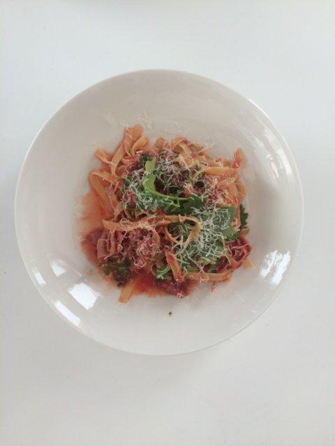 Parmankinkku-rucola -pasta 6