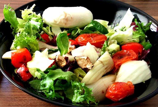 Tuhansien Värien Grilli Salaatti