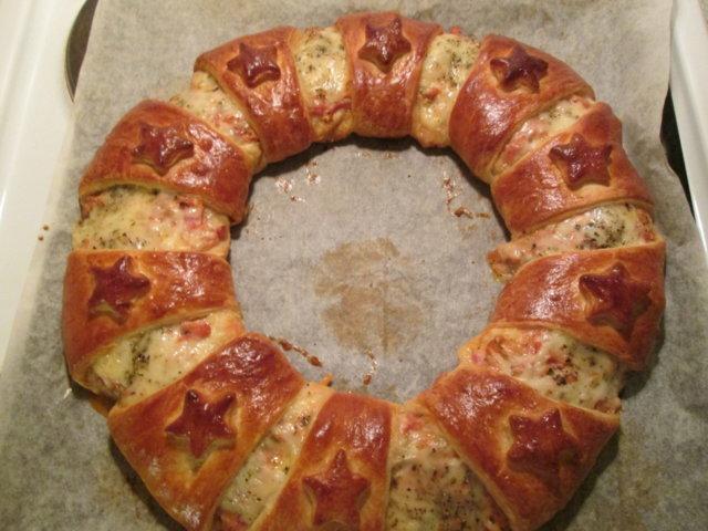 Kinkku croissant-kranssi