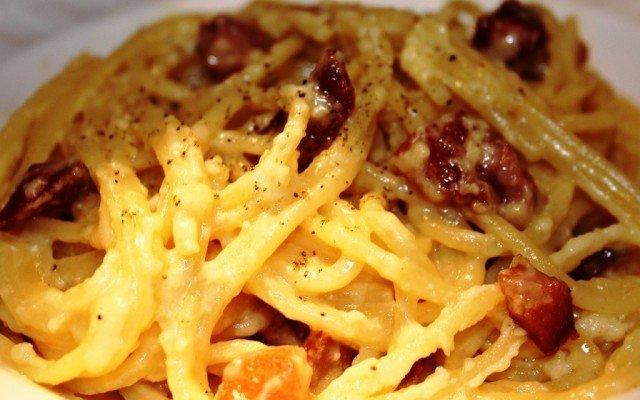 Real Italian Pasta Carbonara Antonio Carluccion mukaan