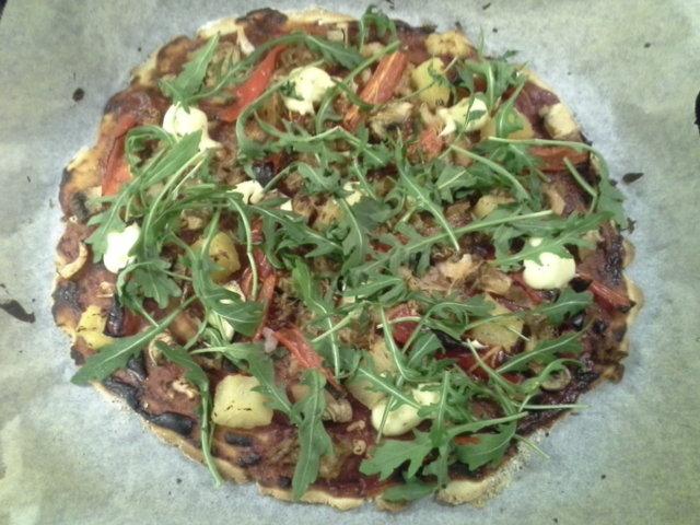 Vegaani hiivaton pizza