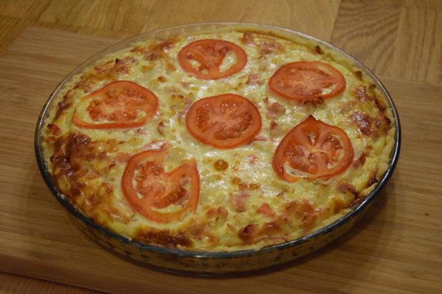 Kinkku-juusto-kukkakaali-Feta-tomaatti herkkupiirakka