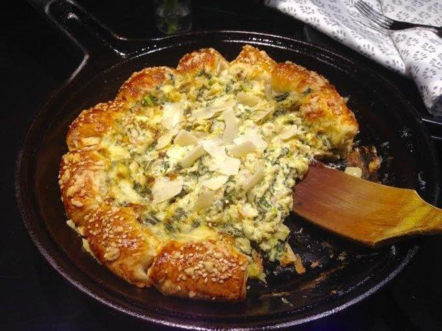 Pinaatti-artisokka-juusto Croissantpannu