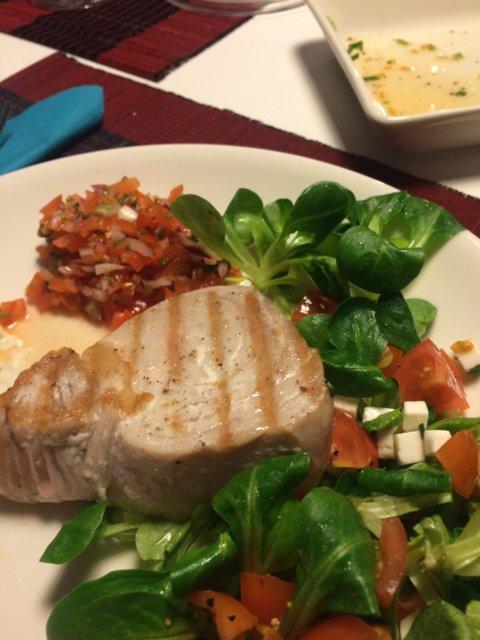 Tonnikalafilepihvi salaatilla kahdelle 1