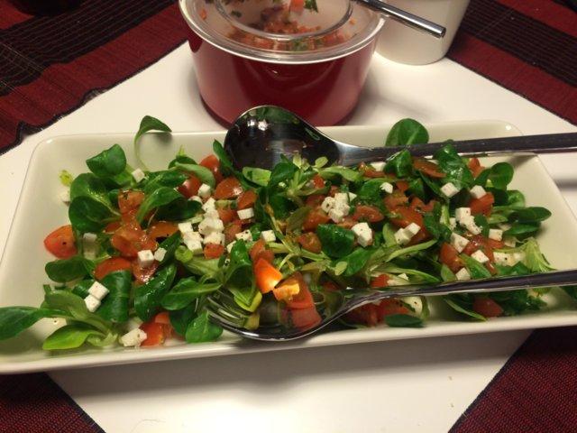 Tonnikalafilepihvi salaatilla kahdelle