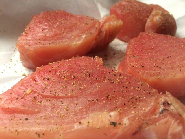 Tonnikalafilepihvi salaatilla kahdelle 3