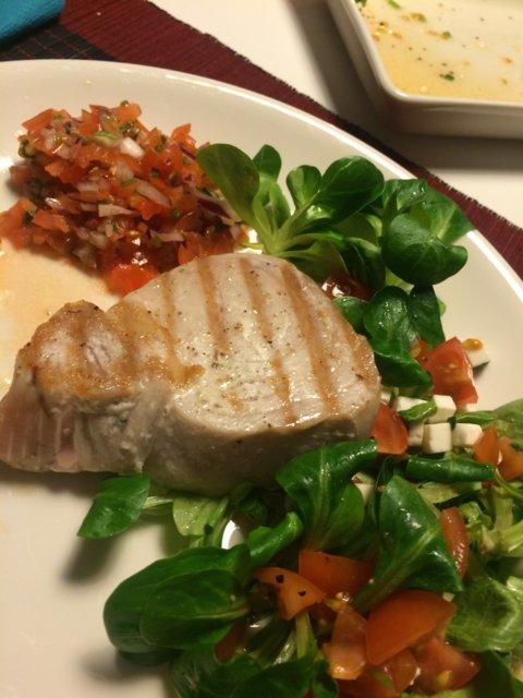 Tonnikalafilepihvi salaatilla kahdelle 2