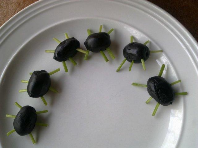 Ötökät - Musta oliivia Halloween 1