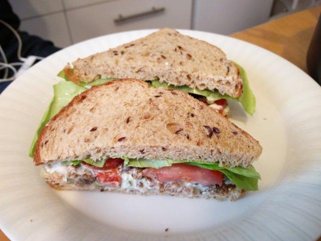 Nyhtökaura-sandwich 1