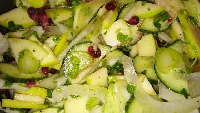"""Reseptikuva: Fenkoli-kurkku-omena """"salaatti"""" 2"""
