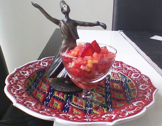Raikas punainen salaatti
