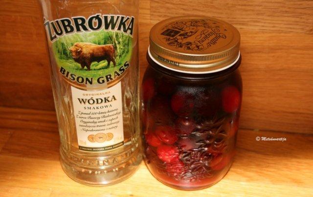 Alkoholiin säilötyt kirsikat