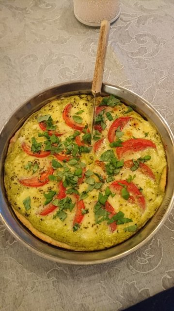 Reseptikuva: Tomaatti-mozzarellapiirakka 1