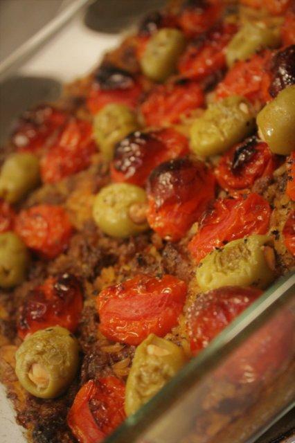 Reseptikuva: Oliivi-tomaatti-nyhtökaura-uunivuoka 1