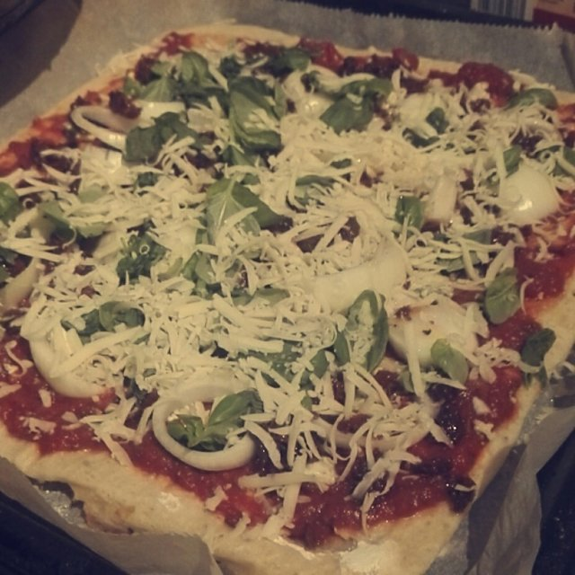 Pizzapohja kuivahiivasta