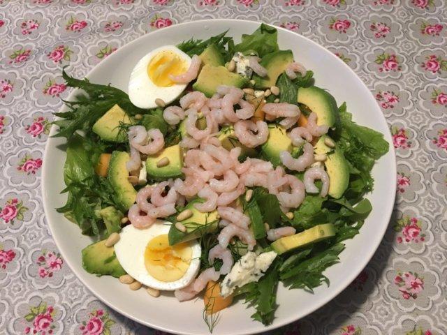 Avokado- katkarapusalaatti 1