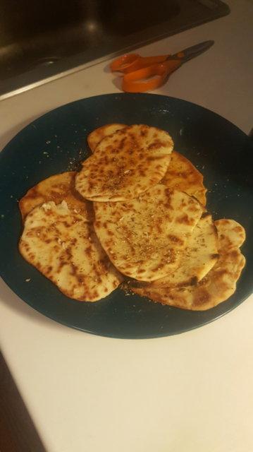Reseptikuva: Butter chicken ja pikanaanleipä 3