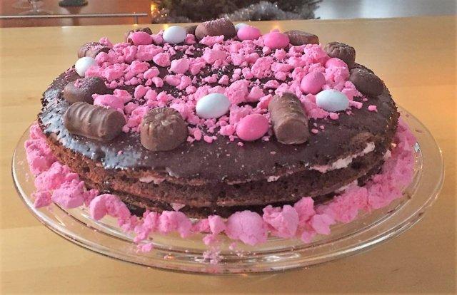 Marianne-vadelma-suklaatäytekakku