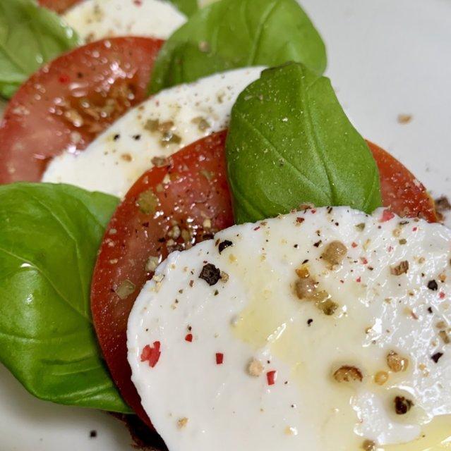 Tomaatti-mozzarella bruchetta 1