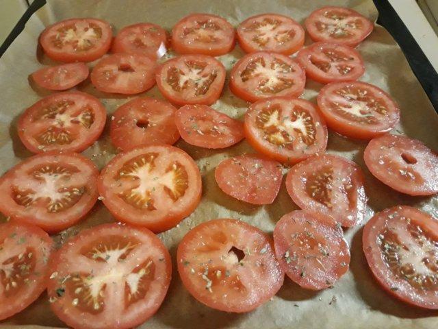 Uunikuivatut tomaatit 4.9.2019 2