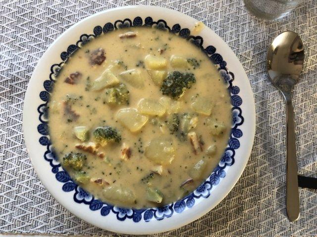 Parsakaali-juustokeitto 1