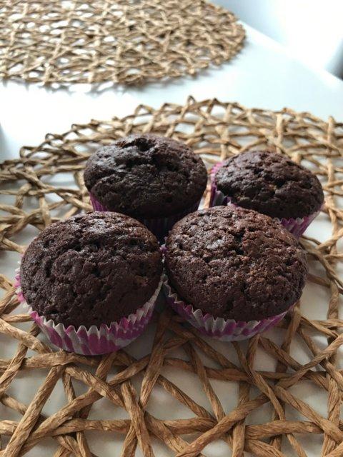 Reseptikuva: Muhkeat valkosuklaa-suklaamuffinit 3
