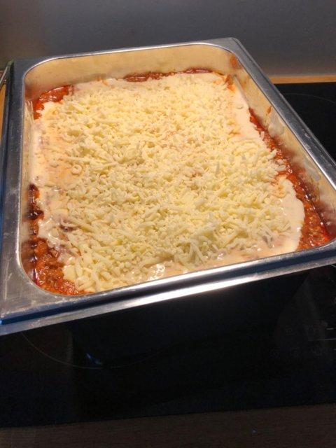 Reseptikuva: Lasagne kesäkurpitsalla ja juustoleivällä ISOLLE porukalle 1