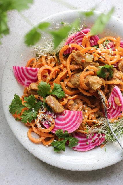 Reseptikuva: Bataattinuudelit ja vihreä thai-curry 1