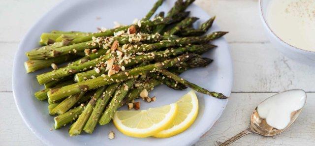 Reseptikuva: Paistettua parsaa ranskankermakastikkeen kera 1