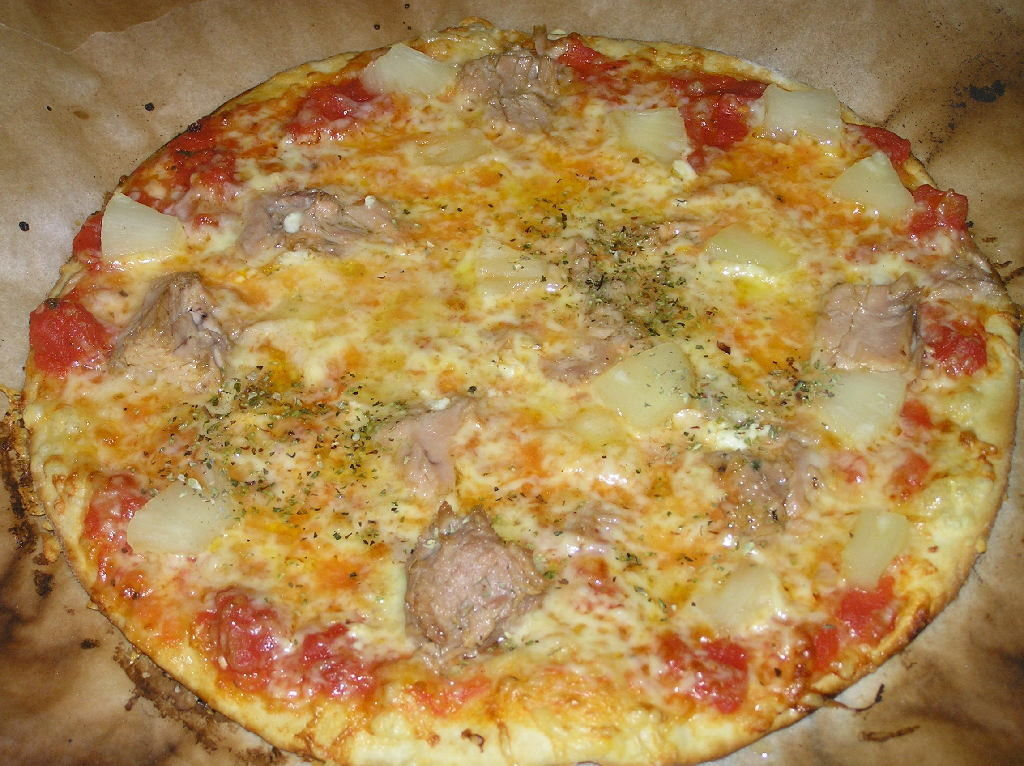 Omatekoinen Pizza