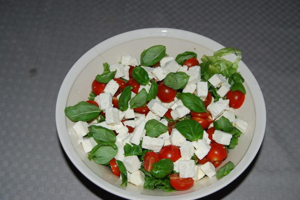 Juustoinen Salaatti Joulupöytään