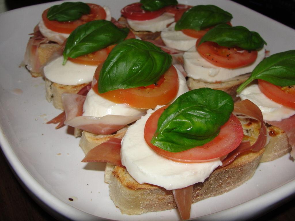 Tomaatti Mozzarella Leipä