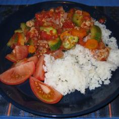 Broilerinpaistijauheliha- kasviskastike