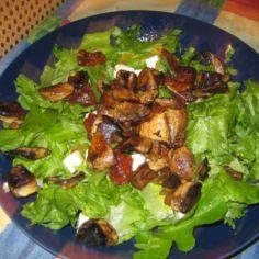 Herkkusieniä ja rapeaa salaattia