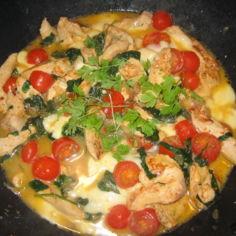 Broileri-tomaatti-pinaattipasta