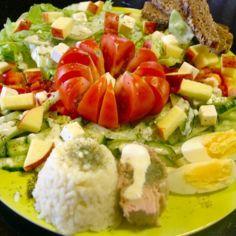 Kevyesti keskellä päivää salaatti