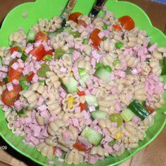 Kinkku-pasta salaatti