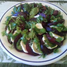punajuuri-vuohenjuustosalaatti