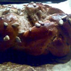 Munaleipätaikina siemenillä leipäkoneessa