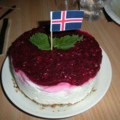 Islantilainen puolukkahyytelökakku
