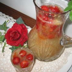 Raparperikeitto mansikoilla